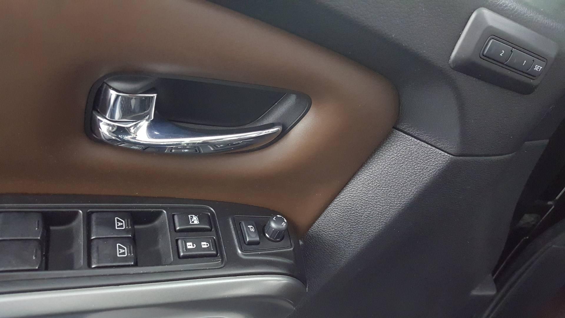 2017 Nissan Titan Short Bed